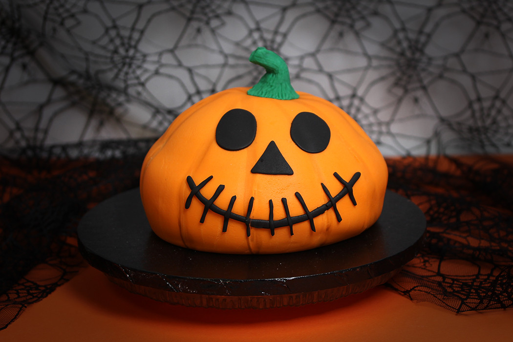 Halloween Pumkin Cakes  How to Make a Halloween Pumpkin Cake Hobbycraft Blog
