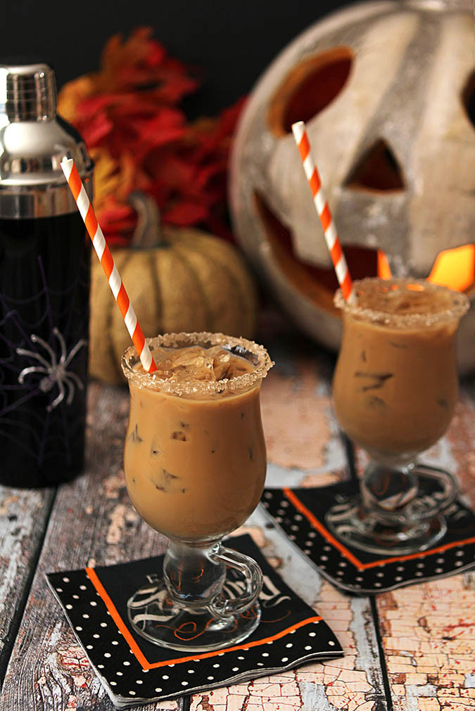 Halloween Rum Drinks  9 Hauntingly Hot Halloween Cocktail Recipes