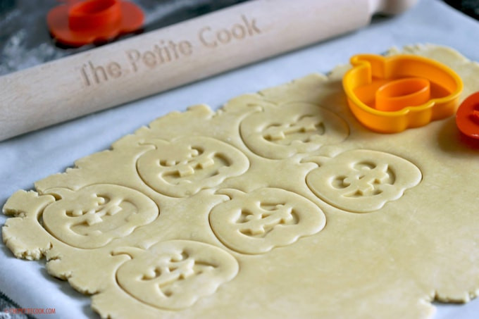 Halloween Shortbread Cookies  Halloween Italian Shortbread Cookies The Petite Cook