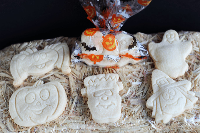 Halloween Shortbread Cookies  Halloween Shortbread Cookies Cookie Dough and Oven Mitt