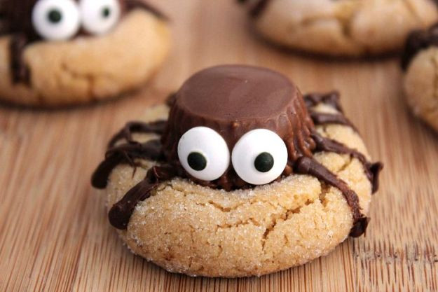 Halloween Spider Cookies  Halloween Party Food Ideas For Your Little Monsters