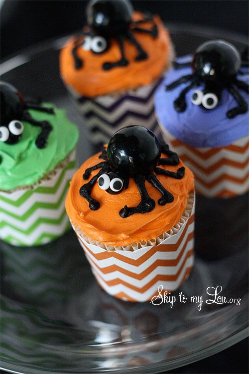 Halloween Spider Cupcakes  Halloween Cupcakes etzel M&M body sixlet head with