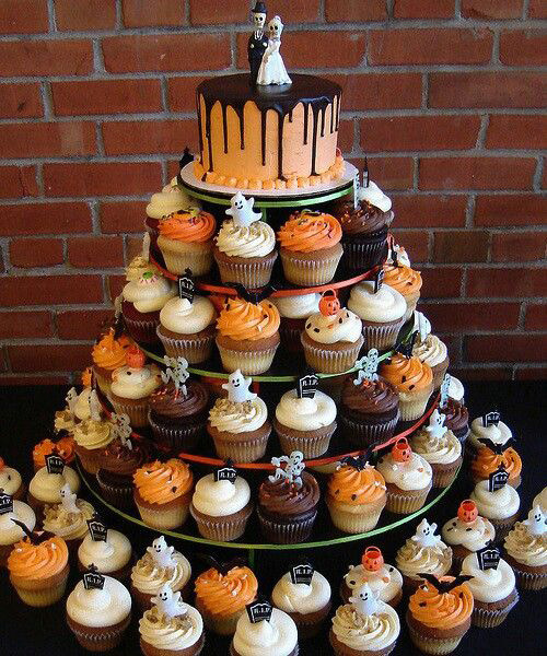 Halloween Themed Cakes  Halloween themed weddings
