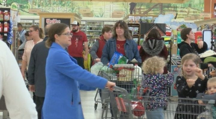 Hy Vee Thanksgiving Dinner To Go 2019  Grocery stores remain busy on Thanksgiving Eve KTIV