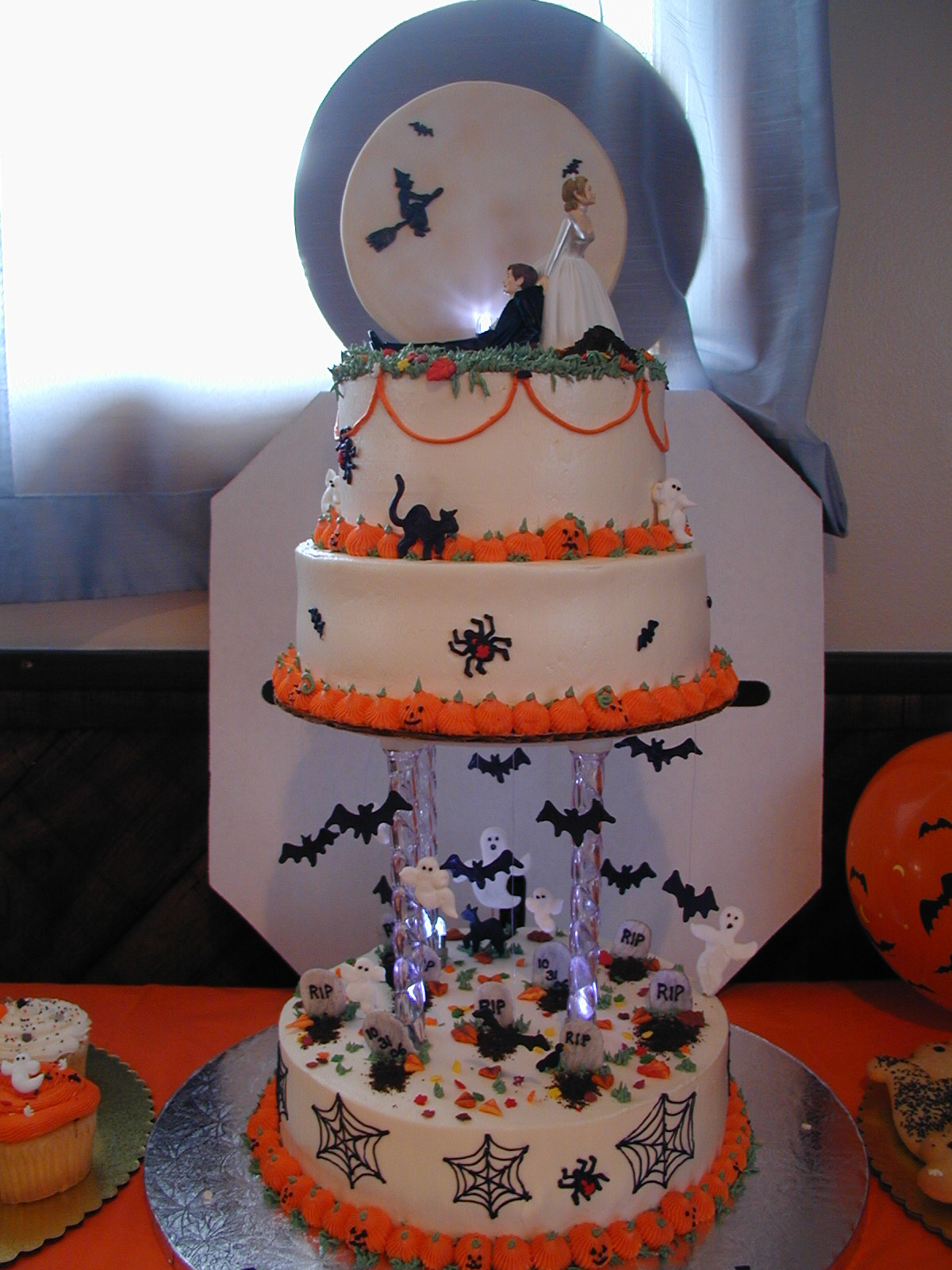 Images Of Halloween Cakes  Halloween Wedding Cake Cake Idea Red Velvet