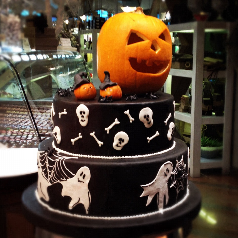 Images Of Halloween Cakes  Halloween cake