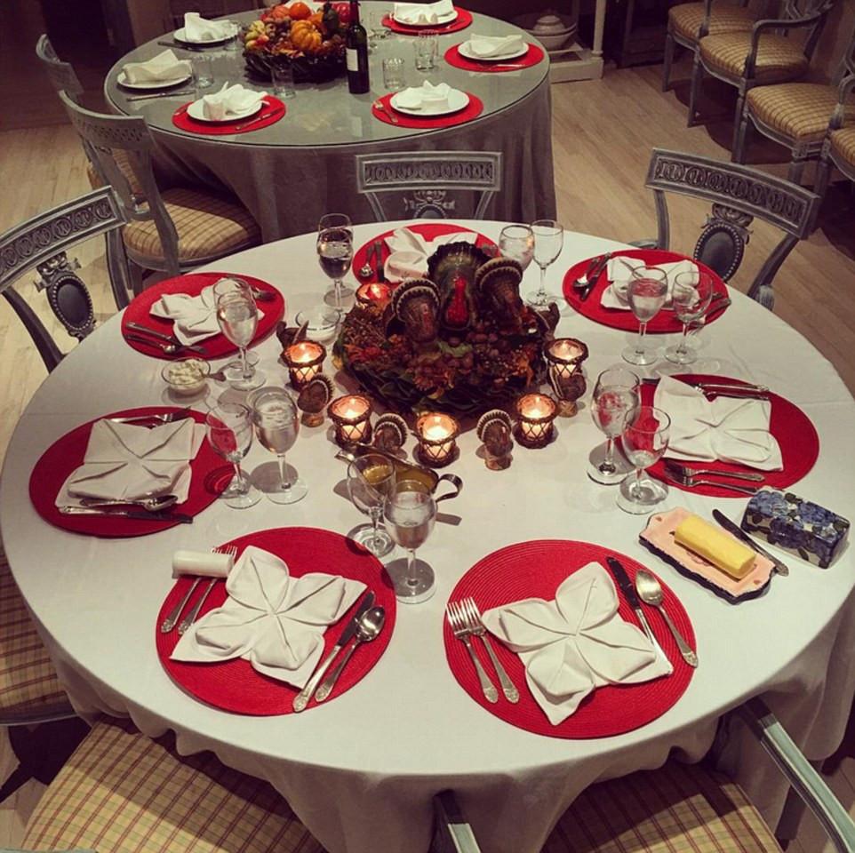 Martins Thanksgiving Dinners  Stars show off their lavish Thanksgiving dinners online