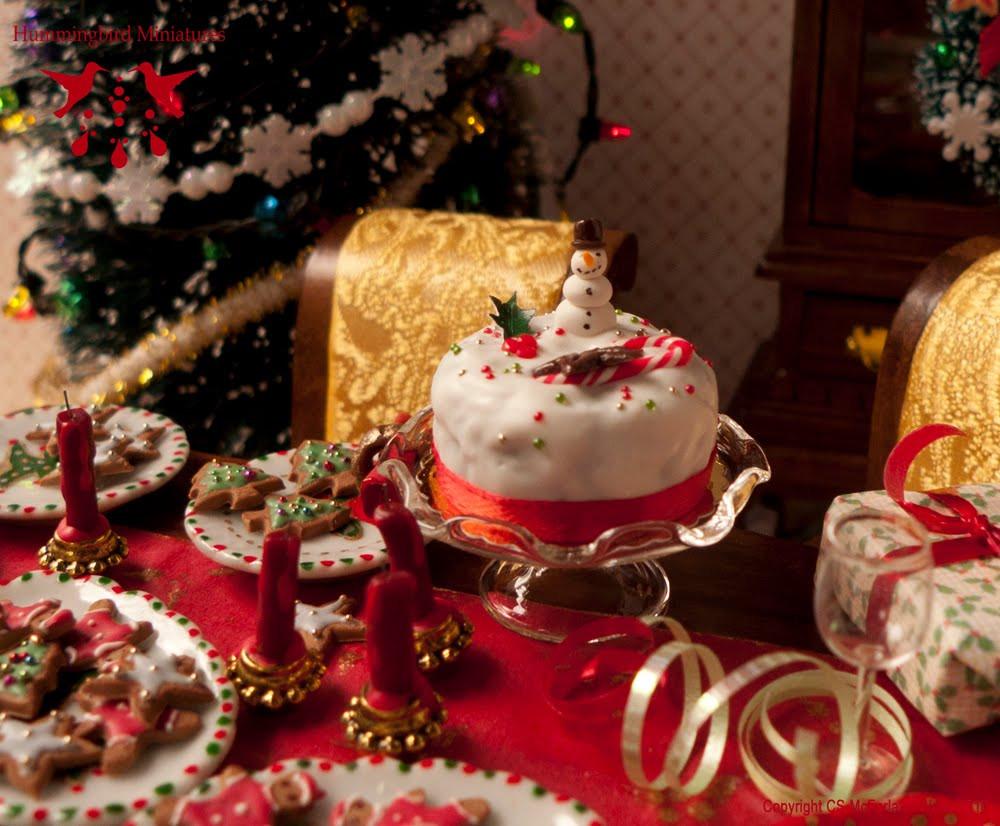 Merry Christmas Cakes  Hummingbird Miniatures December 2010