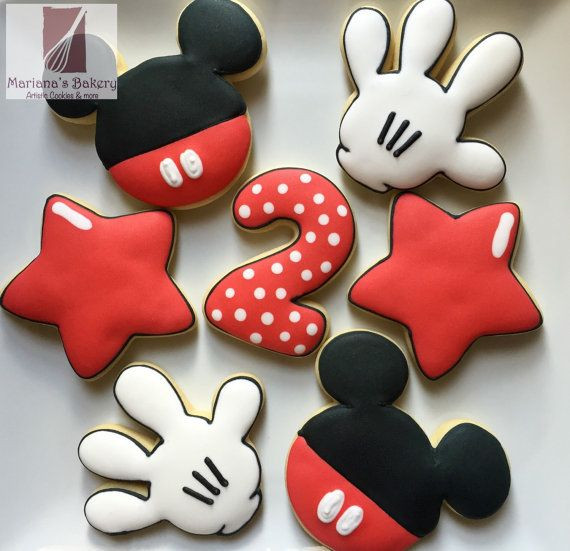 Mickey Christmas Cookies  Best 25 Mickey mouse cookies ideas on Pinterest