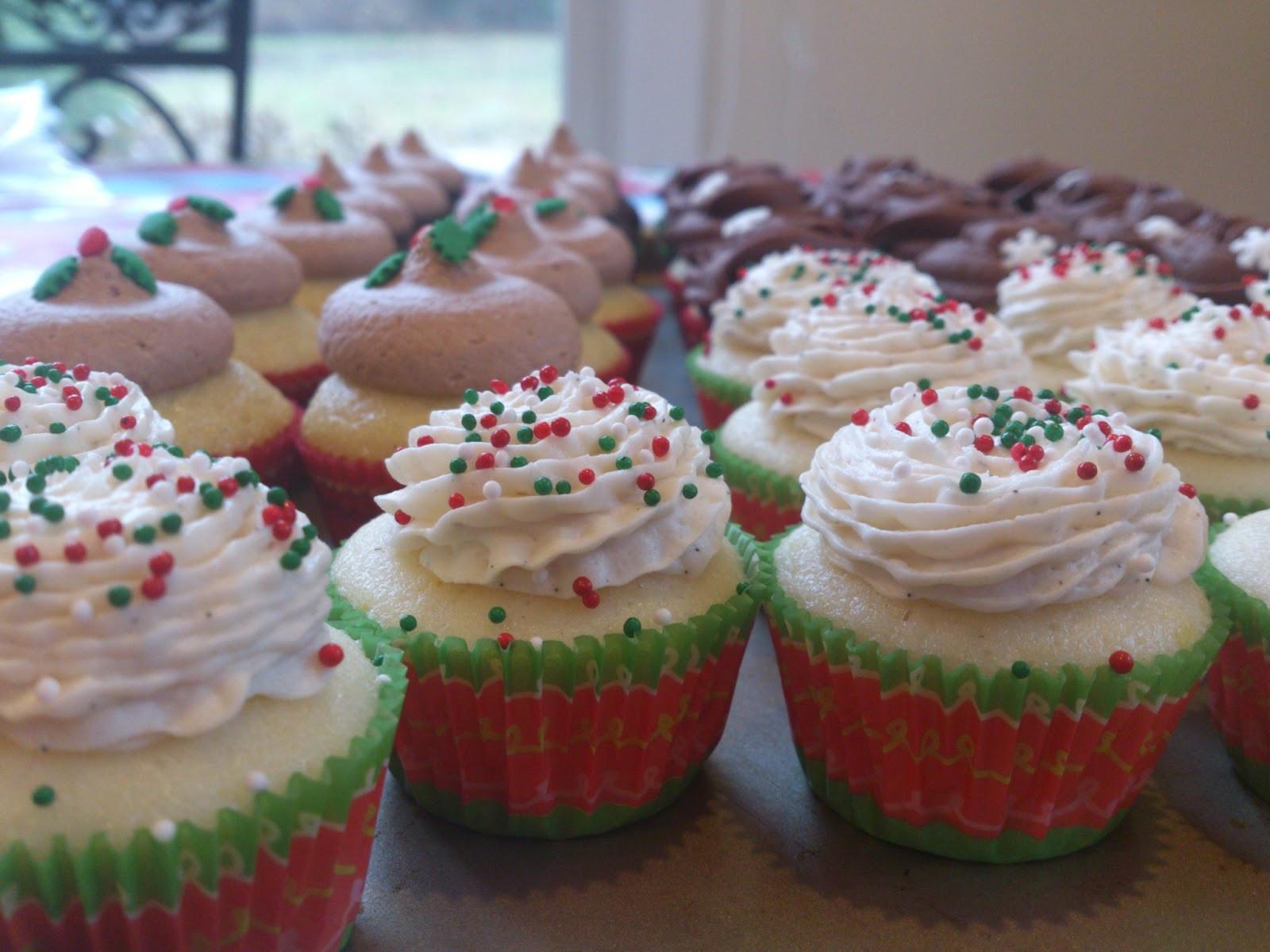 Mini Christmas Cup Cakes  Cupcaking Assorted Christmas mini cupcakes