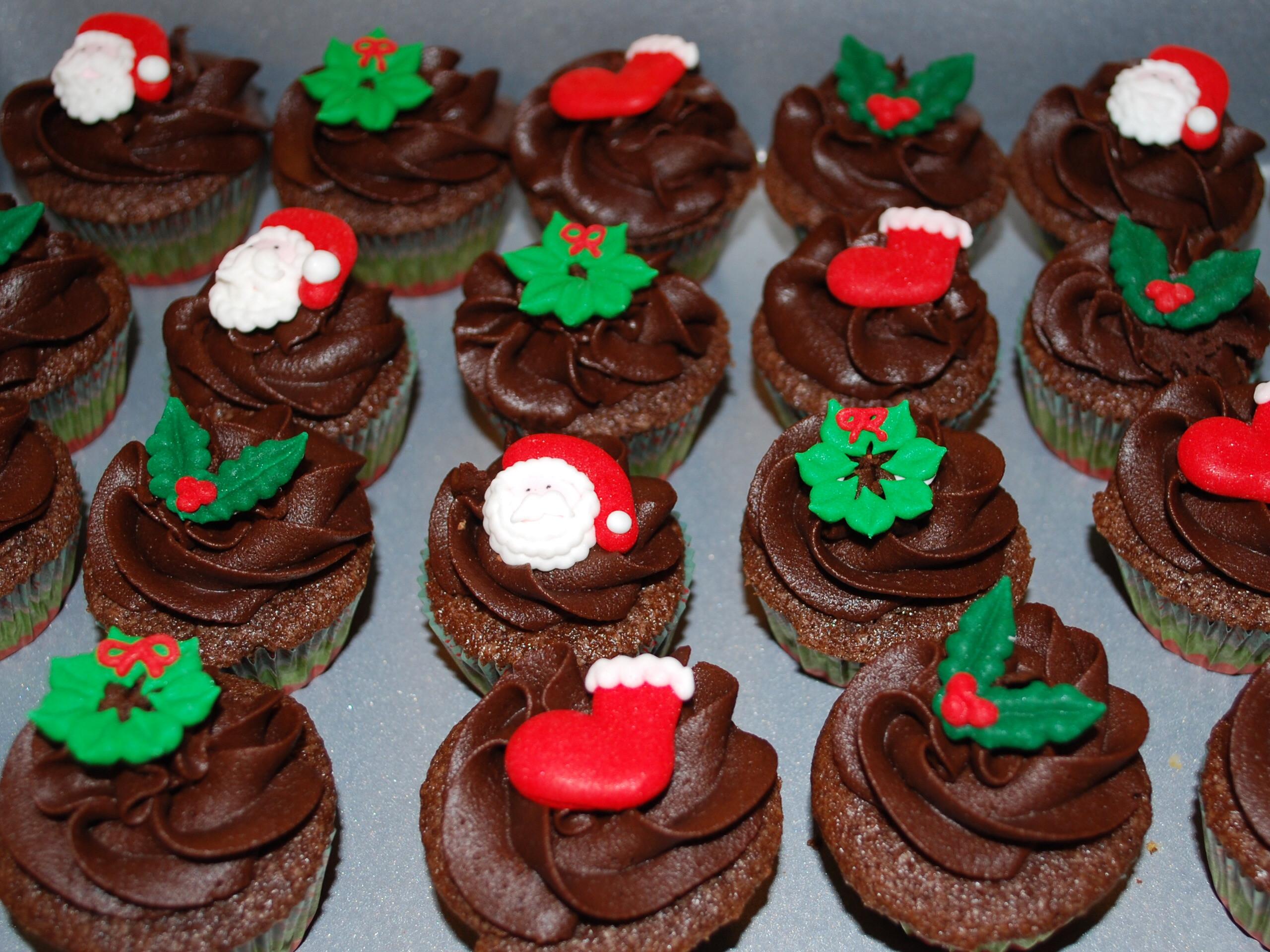 Mini Christmas Cup Cakes  Mini Christmas Cupcakes