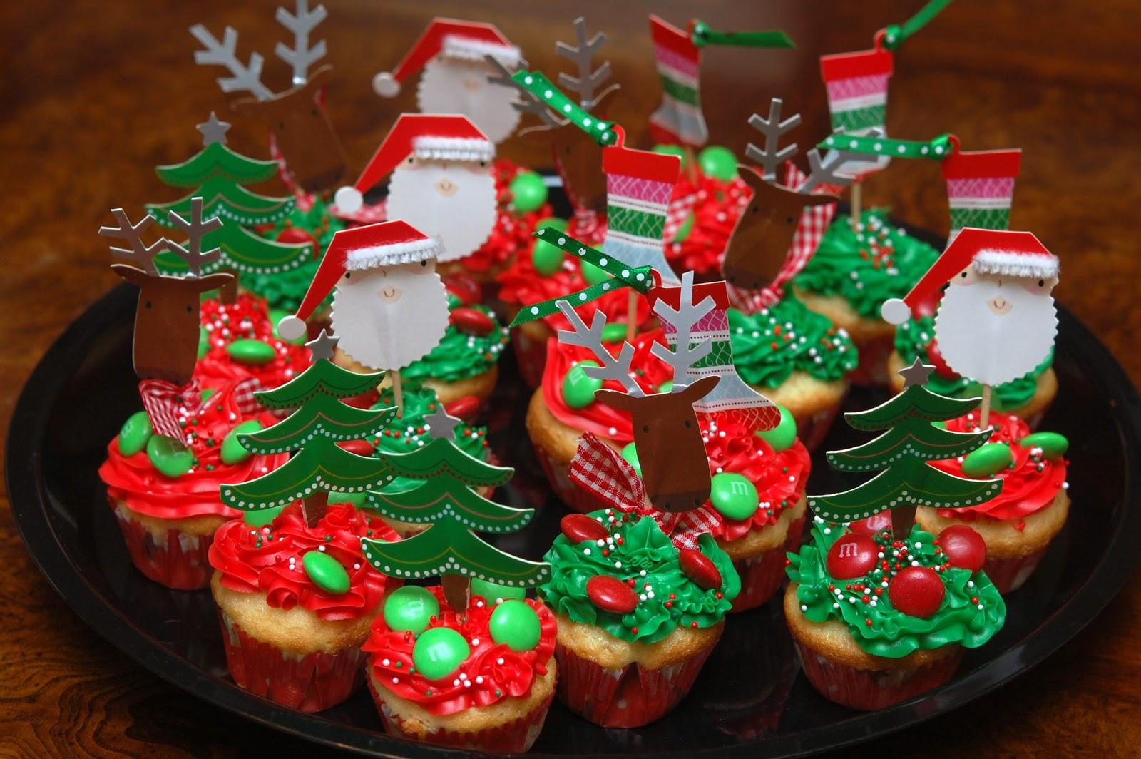Mini Christmas Cup Cakes  MINI HOLIDAY CUPCAKES Hugs and Cookies XOXO