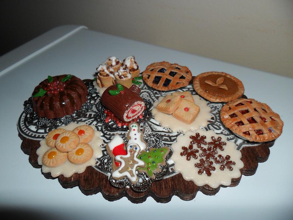 Mini Christmas Desserts  Mini Christmas Dessert Table by kayanah on DeviantArt
