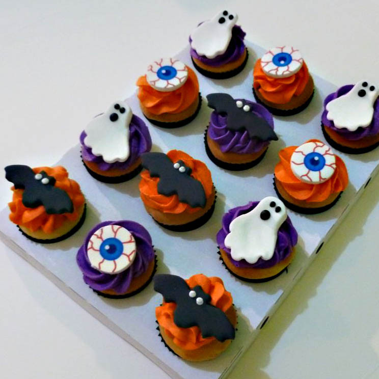 Mini Halloween Cupcakes  12 mini halloween cupcakes That s My Cake