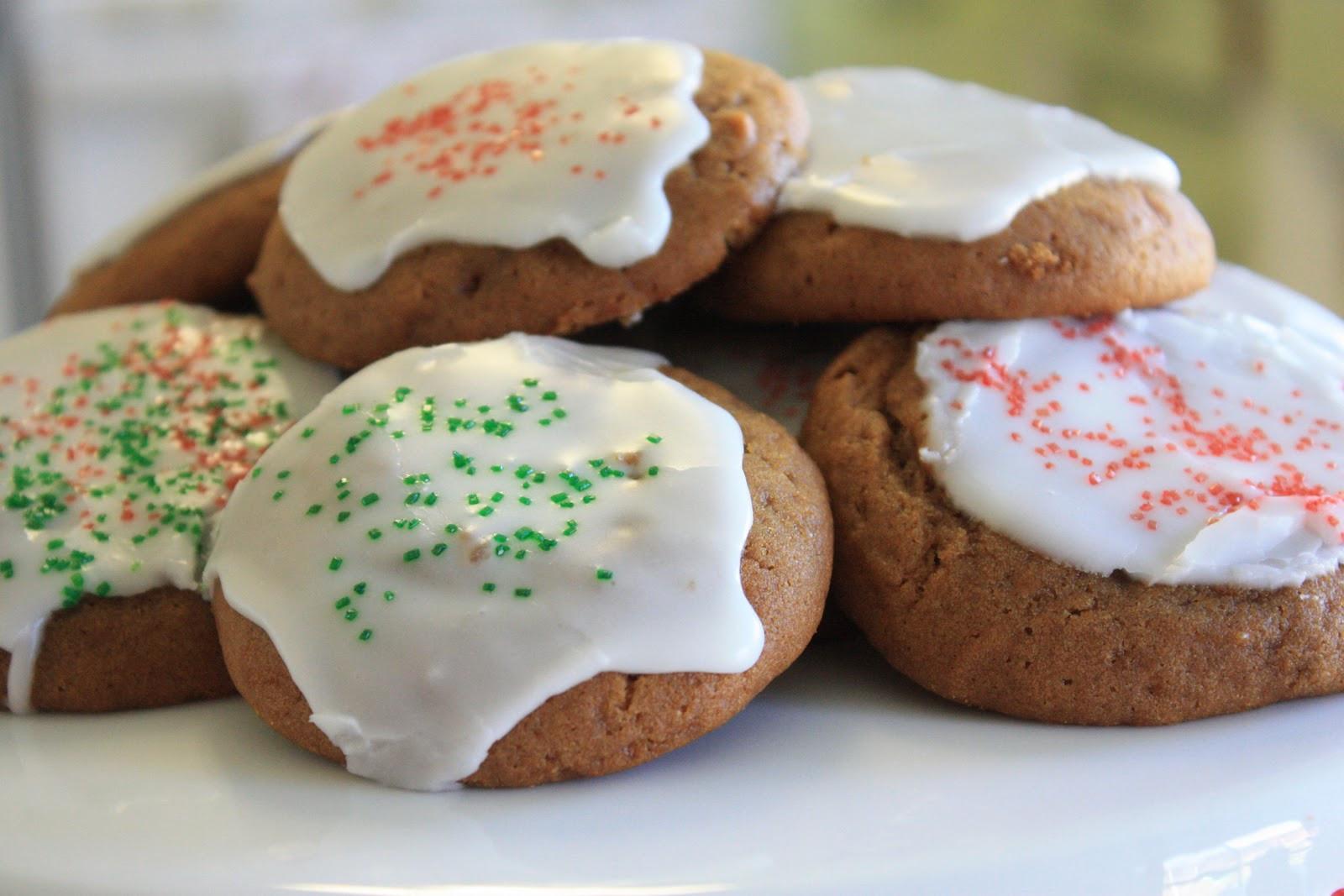 Molasses Christmas Cookies  Munchkin Munchies Molasses Cookies