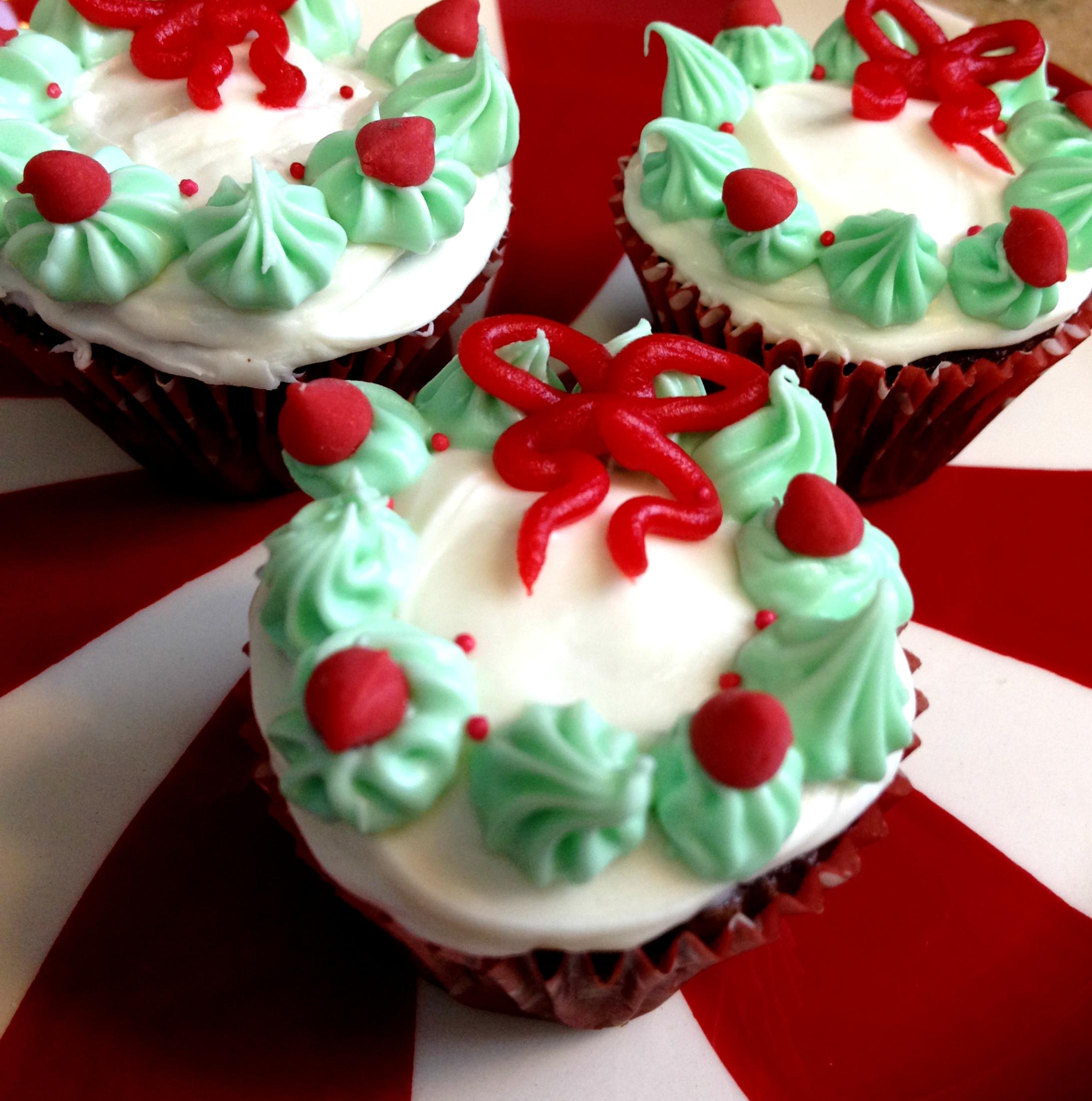 Pretty Christmas Desserts  Christmas Wreath Mini Cupcakes