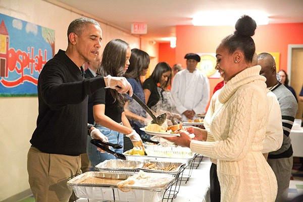 Restaurants Serving Thanksgiving Dinner 2019  Obama Family Serves Thanksgiving Dinner To Homeless