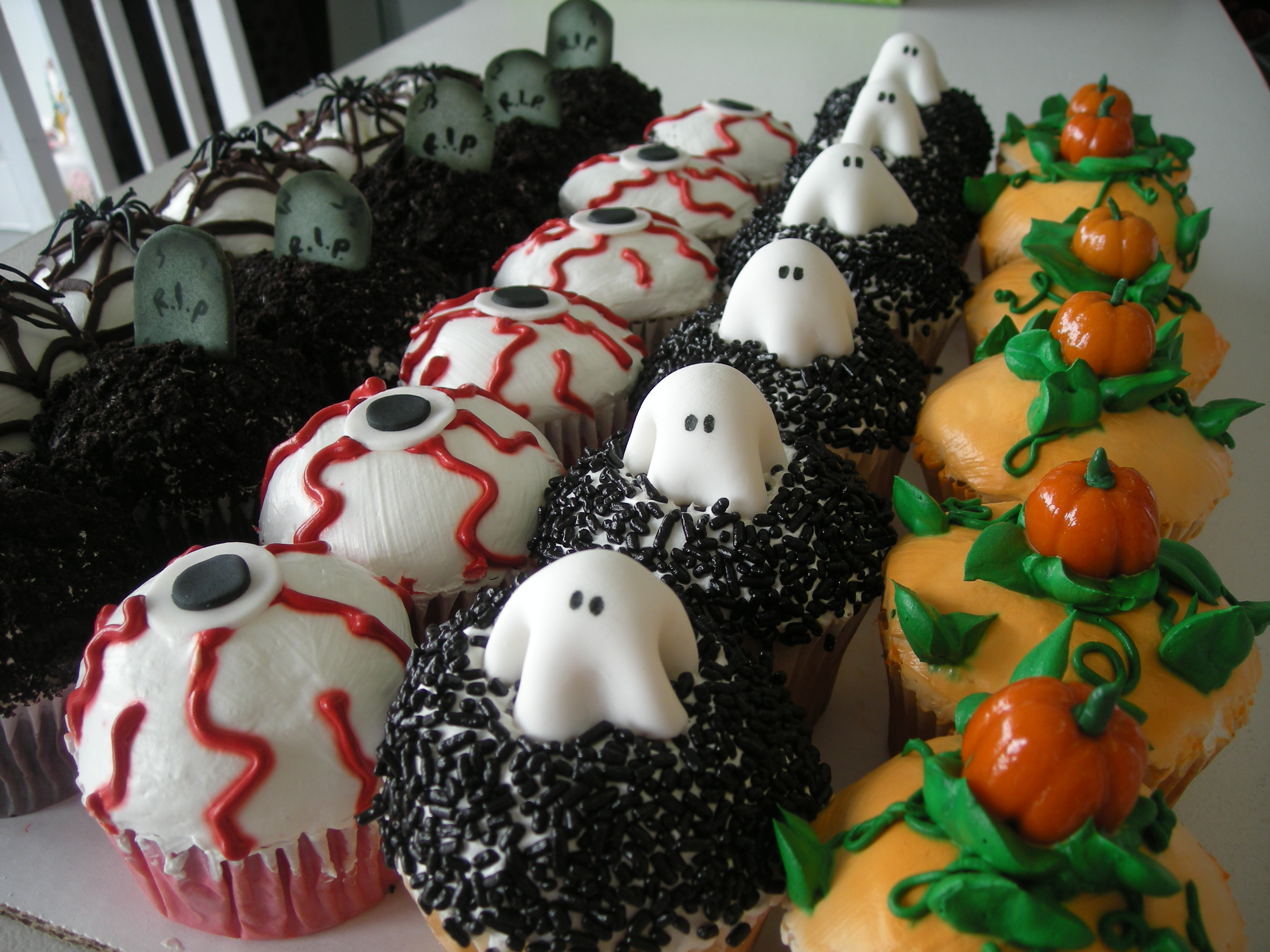 Scary Halloween Cupcakes  Birthday Cakes
