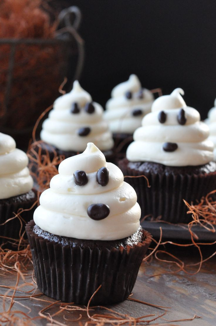 Simple Halloween Cakes  20 Sweet and Easy Treats for Halloween Party Style