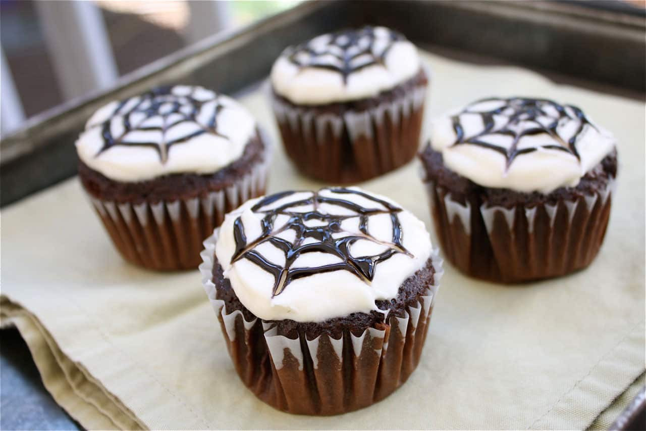 Simple Halloween Cupcakes  10 EASY HALLOWEEN CUPCAKES TO MAKE