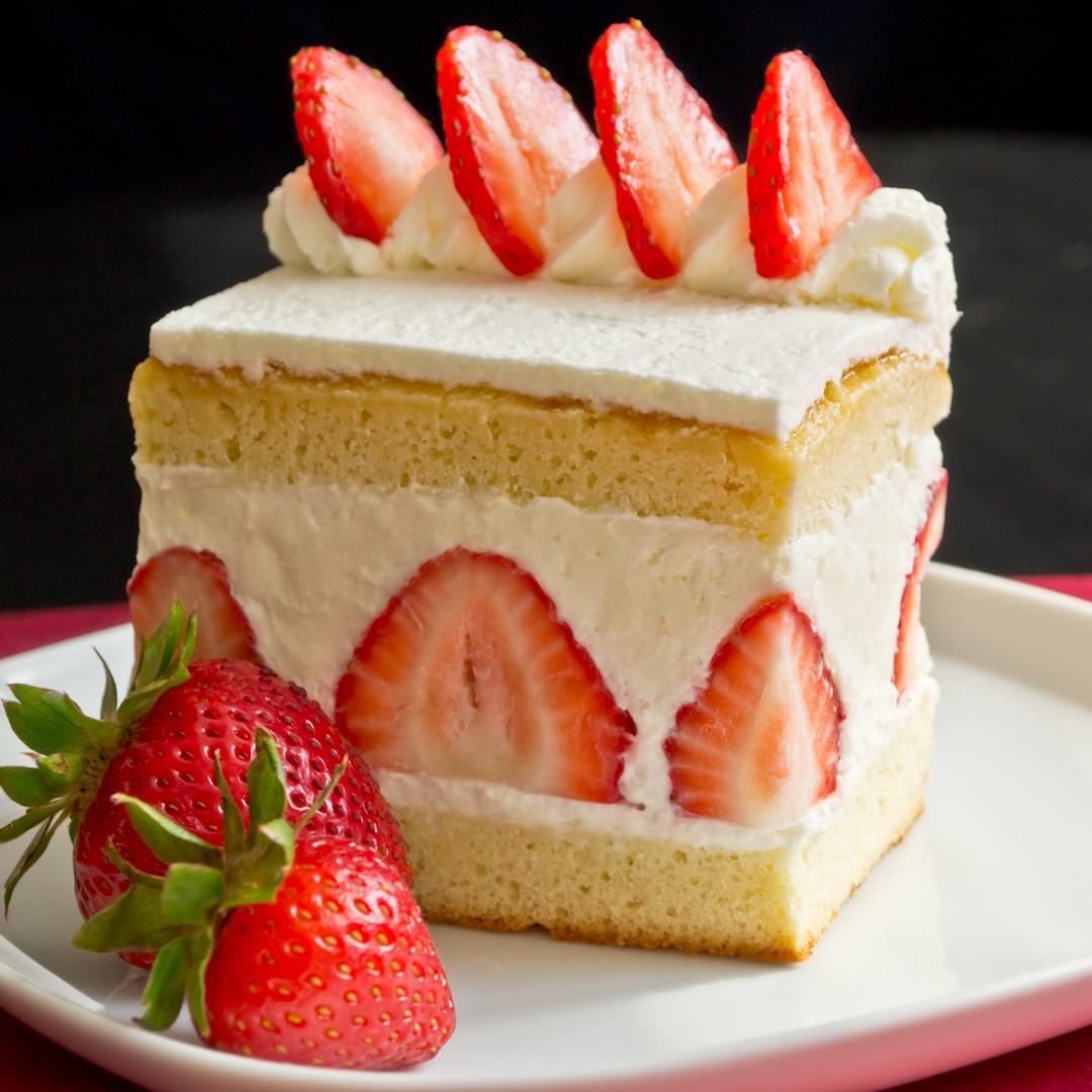 Strawberry Christmas Cake  Japanese Christmas Cake a little Early