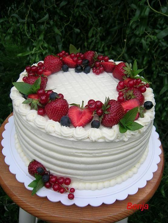 Strawberry Christmas Cake  25 best ideas about Strawberry cake decorations on