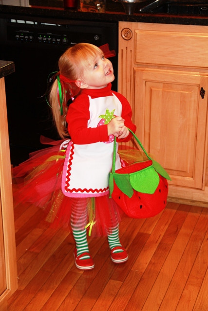 Strawberry Short Cake Halloween  Hot Mess Moma Strawberry shortcake halloween costume