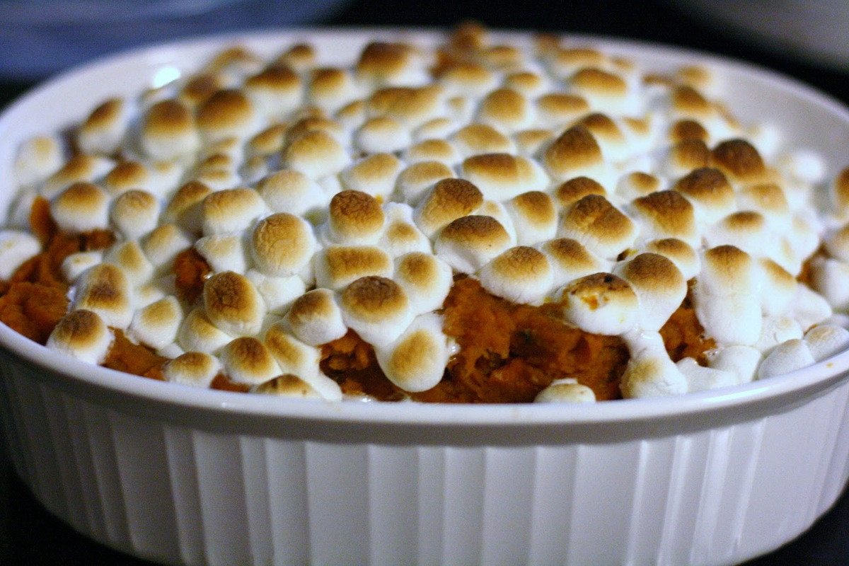 Sweet Potatoes Thanksgiving Marshmallows  How To Make An Entire Thanksgiving Dinner In A Crock Pot