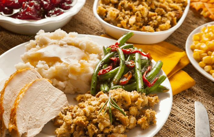 Thanksgiving Dinner For One  How To Buy Thanksgiving Dinner for Less Than $25 00 · e