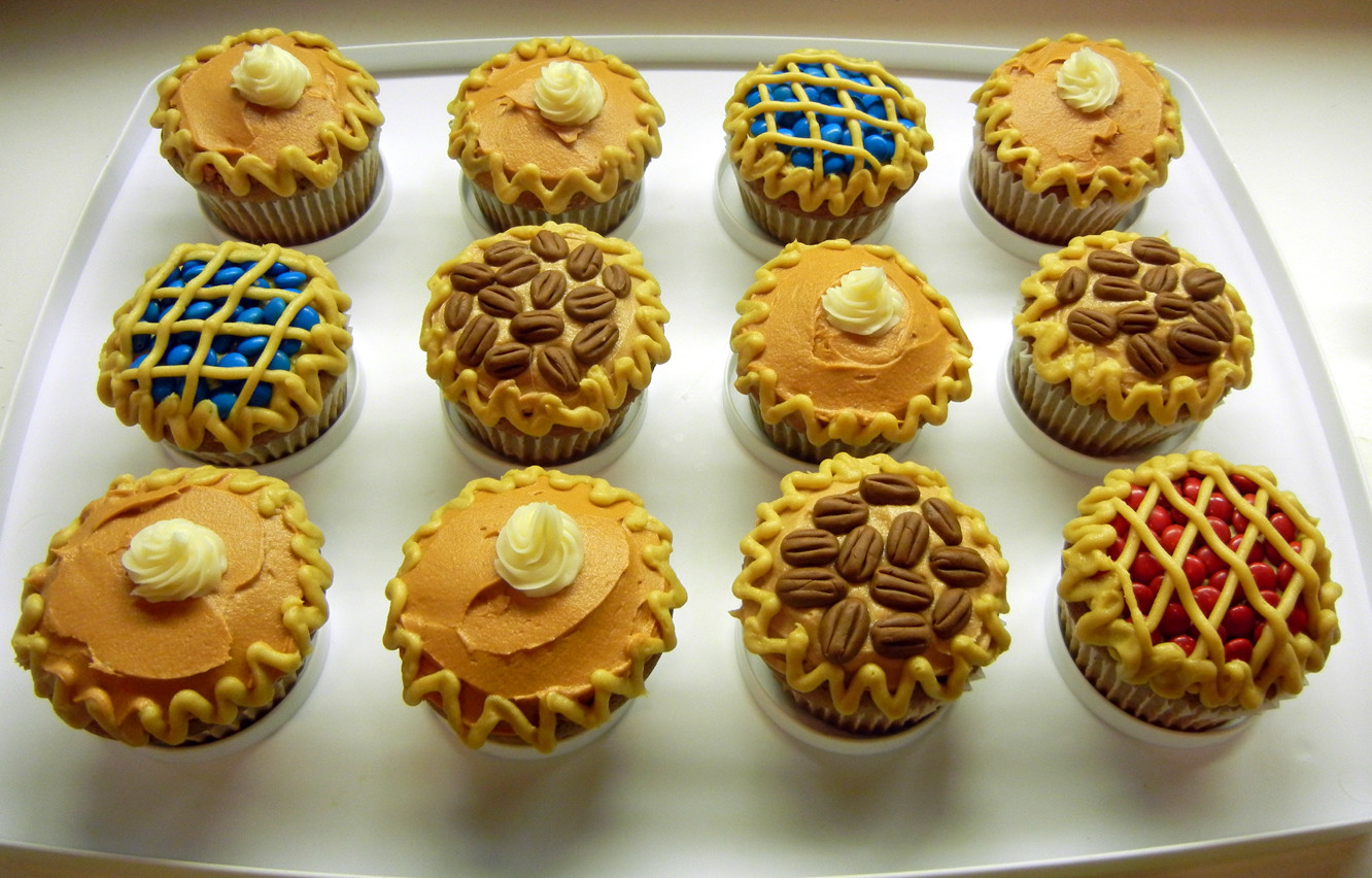 Thanksgiving Pies And Cakes  Thanksgiving pies er cupcakes – ronna s cake blog