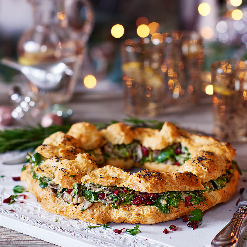 Vegetarian Christmas Appetizers  Ve arian Christmas recipes Cheesy choux crown Good