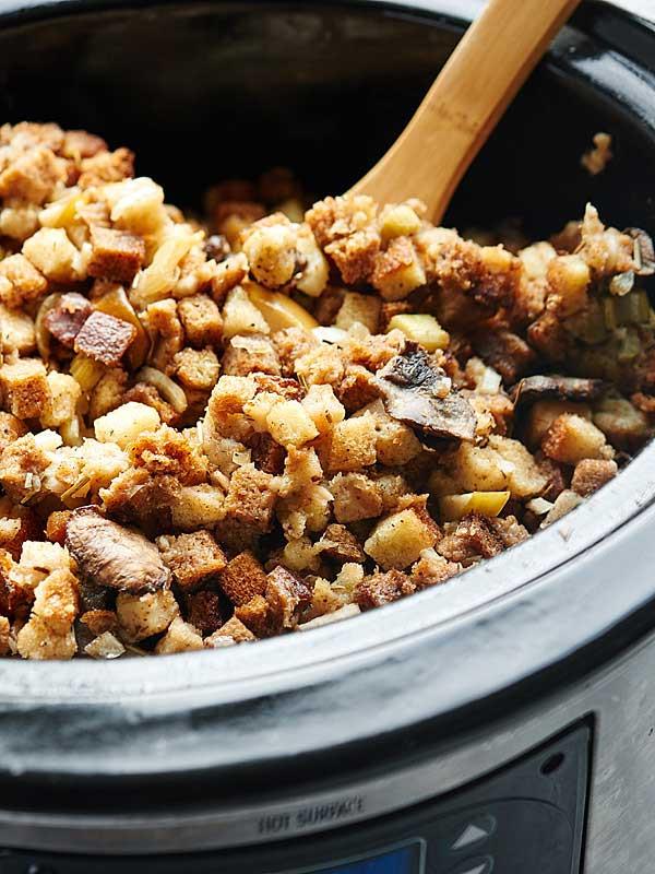 Vegetarian Stuffing Recipes Thanksgiving  Crockpot Ve arian Stuffing w Vegan Friendly Option
