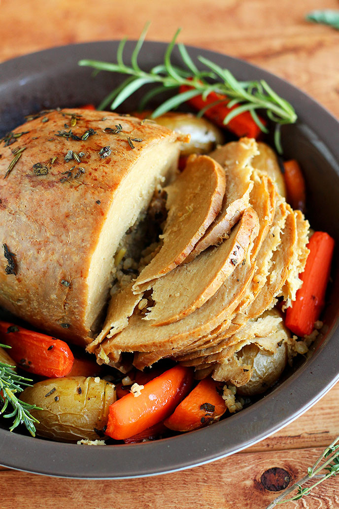 Vegetarian Turkey Thanksgiving  How to Cook a Tofurky Roast I LOVE VEGAN